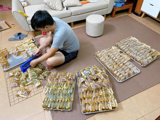 Bánh Trung thu handmade chật vật xoay xở trong dịch ở Hà Nội - Ảnh 2.