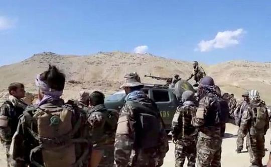 Taliban bị cáo buộc bắn chết nữ cảnh sát mang thai trước mặt gia đình - Ảnh 3.