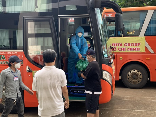 Phương Trang vận chuyển nông sản Đà Lạt gửi tặng người dân TP HCM - Ảnh 2.