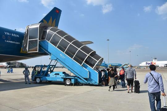 Áp giá sàn vé máy bay: Chỉ hàng không được lợi - Ảnh 1.