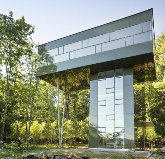 Ngôi nhà hình dấu cộng, trong suốt giữa rừng cây - Ảnh 7.