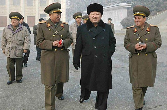 Nhà lãnh đạo Kim Jong-un tới thăm Bộ chỉ huy Đơn vị phối hợp 526. Ảnh: EPA