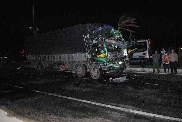 Chiếc xe tải cũng bị hư hỏng nặng