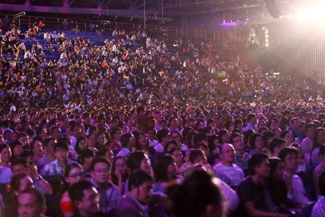 Khán giả đông đảo đến xem liveshow