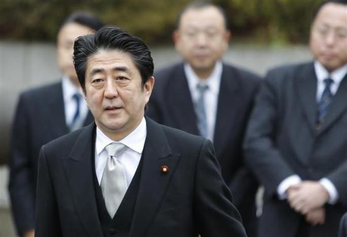 Japan's Prime Minister Shinzo Abe arrives at the controversial Yasukuni Shrine to pay tribute to the war dead, in Tokyo December 26, 2013. REUTERS-Yuya Shino