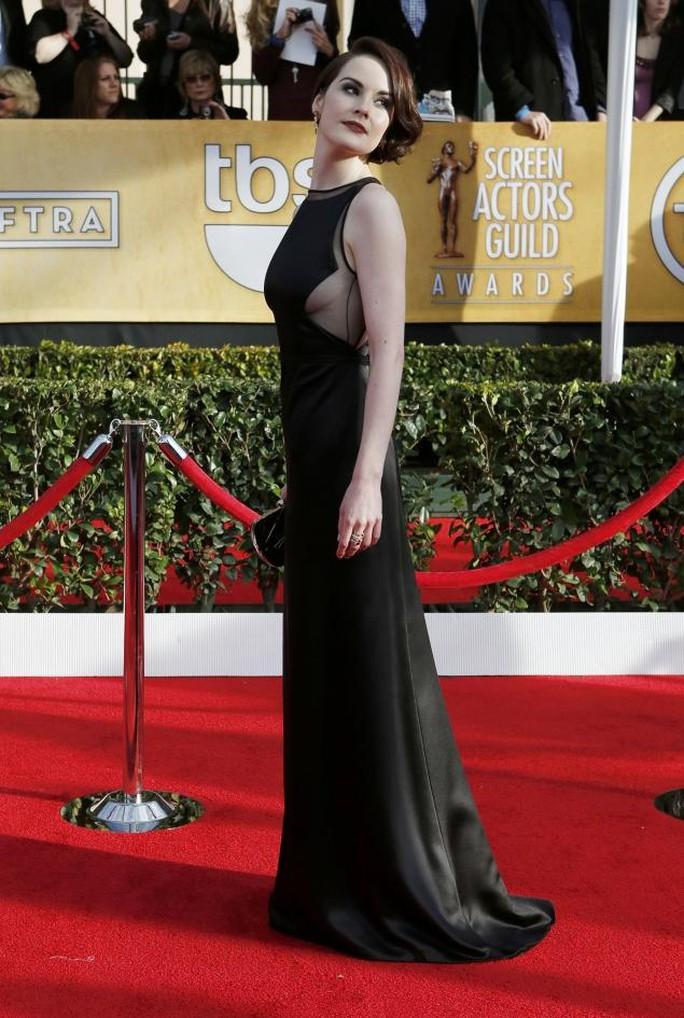 Michelle Dockery khoe 1 bên ngực tại lễ trao giải điện ảnh SAG
