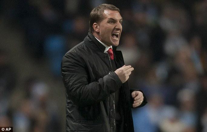 HLV Rodgers tỏ ra giận dữ với quyết định của trọng tài