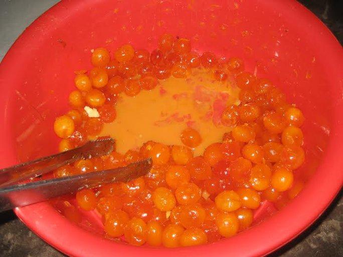 Lòng đỏ trứng vịt muối phải vừa ăn thì nhân bánh mới thơm ngon