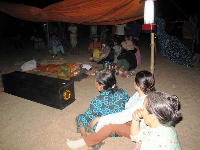 Lực lượng cứu hộ và gia đình chỉ mới tìm thấy thể cháu Đoàn Long Vũ