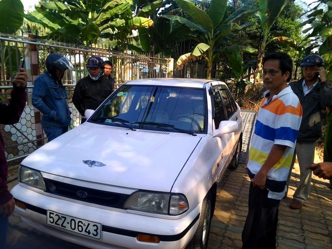 Ông Minh cùng chiếc ô tô ông lén lấy để xiết nợ