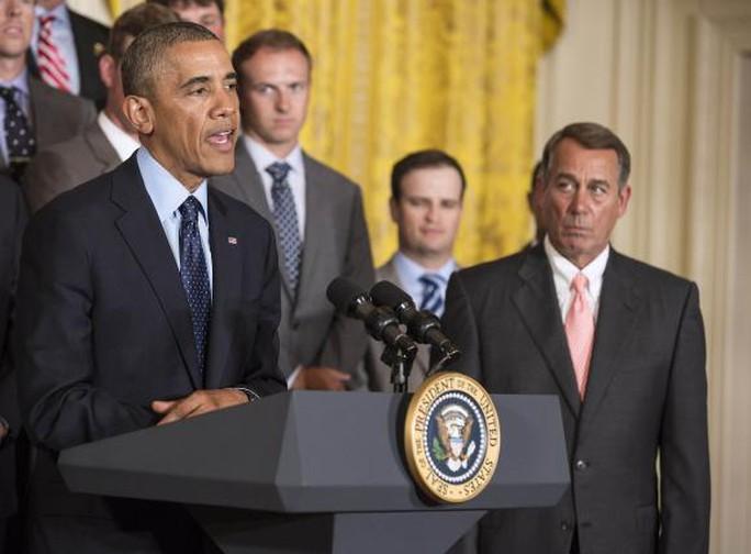 Chủ tịch Hạ viện Mỹ John Boehner (ngoài cùng bên phải) sắp kiện Tổng thống Obama. Ảnh: Reuters