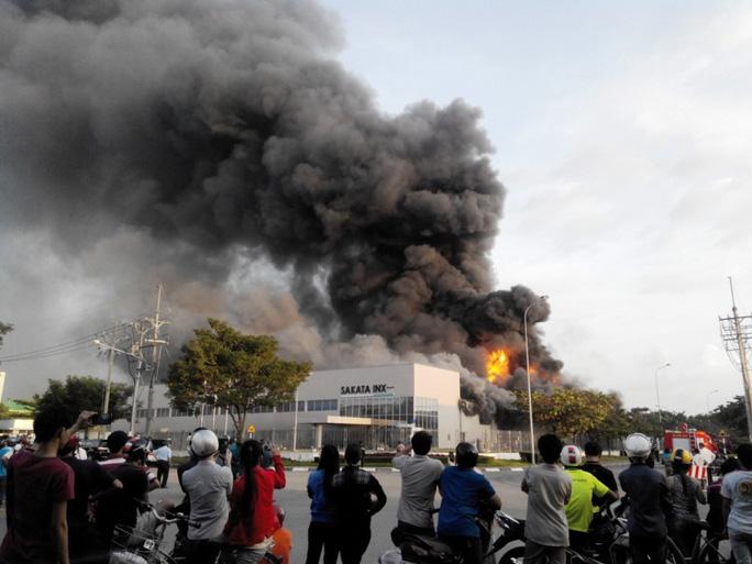 Hình ảnh chiều qua lúc lửa bùng phát được khoảng 2 giờ