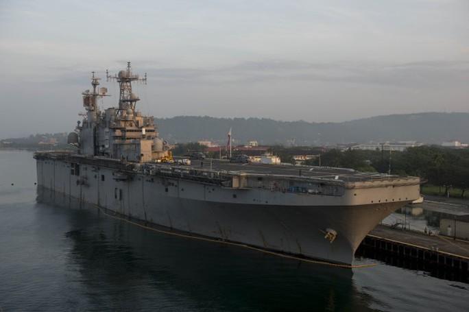 Tàu USS Peleliu bị giữ tại Vịnh Subic, Philippines để điều tra vụ giết người. Ảnh: US Navy Photo