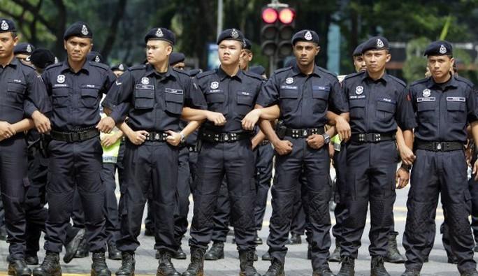 Một cảnh sát Malaysia bị cáo buộc cưỡng hiếp nữ sinh 22 tuổi người Việt. Ảnh: Funny Malaysia