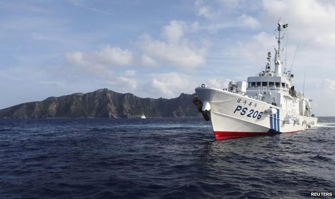 Tầu bảo vệ bờ biển Nhật Bản tuần tra gần quần đảo Senkaku/Điếu Ngư. Ảnh: Reuters