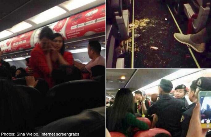 Nữ hành khách Trung Quốc bị nhân viên an ninh áp giải khỏi máy bay. Ảnh: Sina Weibo