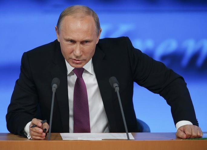 Ông Putin trả lời họp báo hôm 18-12. Ảnh: Reuters