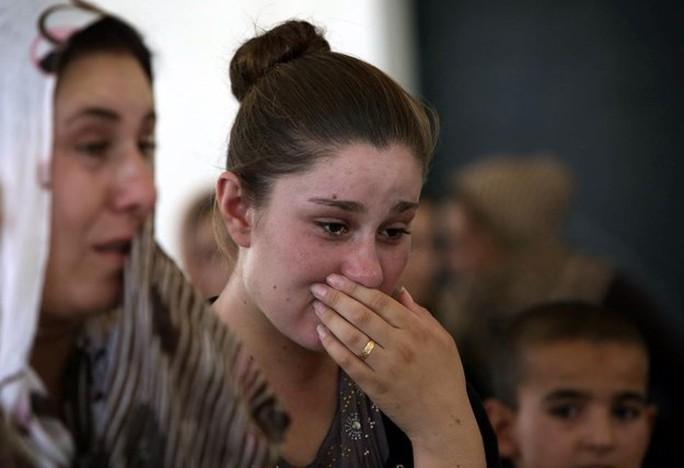 Những phụ nữ người Yazidi bị hủy hoại cuộc sống sau khi rơi vào tay IS. Ảnh: Frontpage Mag
