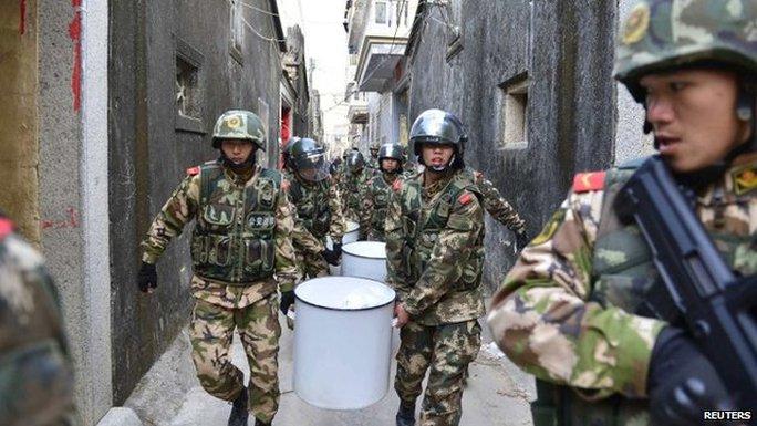 Cảnh sát Trung Quốc tiến hành vụ đột kích thu giữ 3,3 tấn ma túy đá. Ảnh: Reuters