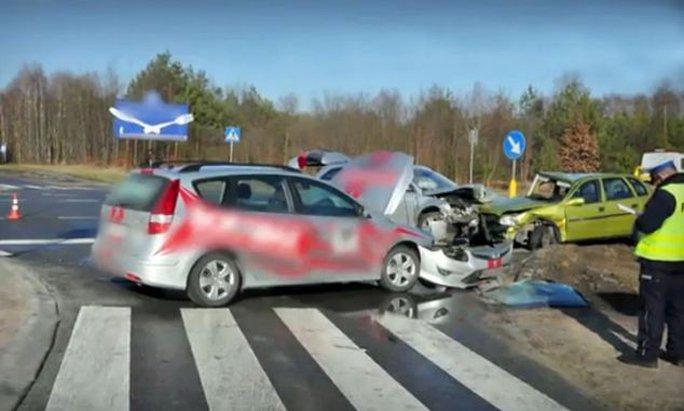Cậu bé Juliusz 8 tuổi lái xe chở cha về nhà gây ra vụ tai nạn liên hoàn. Ảnh: Dailymail