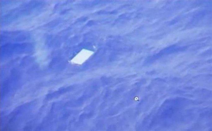 Các vật thể phát hiện trên biển không phải là mảnh vỡ từ chuyến bay MH370. Ảnh: Reuters
