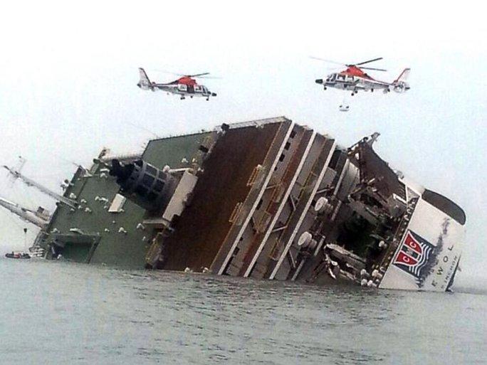 Chiếc phà bị chìm ngoài khơi biển Hàn Quốc hôm 16-4. Ảnh: Yonhap