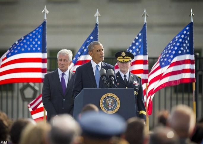 Tổng thống Obama phát biểu bên ngoài Lầu Năm Góc hôm 11-9. Ảnh: AP