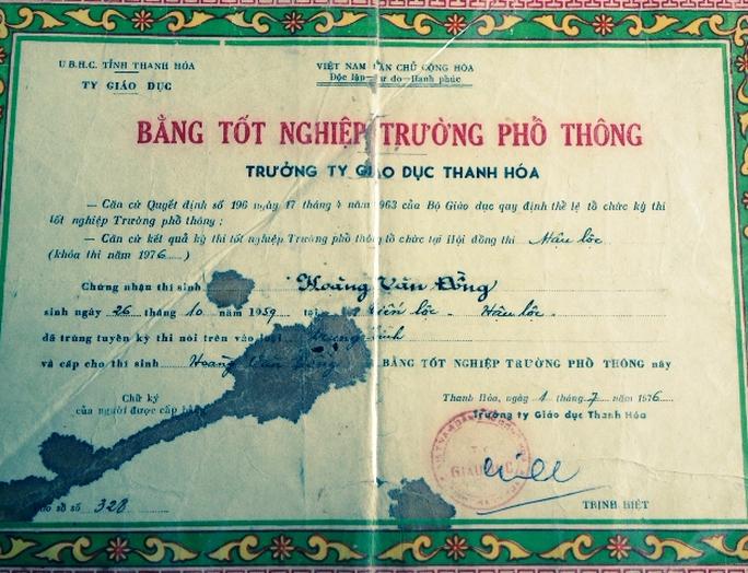 Tấm bằng tốt nghiệp của anh vợ được ông Hoàng Văn Đồng mượn rồi sửa thành tên mình để thăng quan, tiến chức
