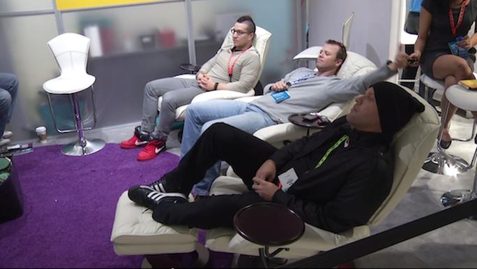 3 chàng trai Mỹ phá kỷ lục thế giới về thời gian xem tivi lâu nhất. Ảnh: Designntrend