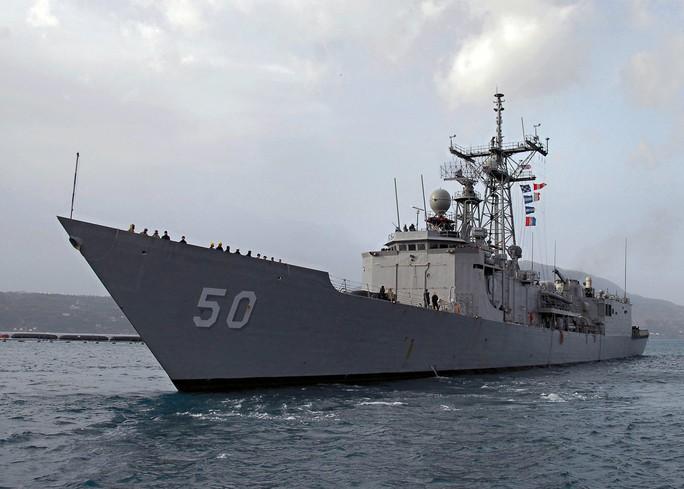 Tàu khu trục tên lửa U.S.S. Taylor của Hải quân Mỹ đang mắc cạn trên Biển Đen. Ảnh: Navsource
