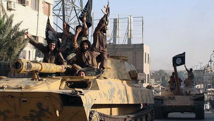 Nhà nước Hồi giáo dùng cách thức tra tấn của CIA để áp dụng lên công dân Mỹ bị nhóm này bắt cóc. Ảnh: AP