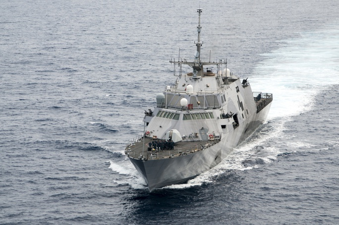Chiến hạm USS Freedom tuần tra Biển Đông. Ảnh: USNI