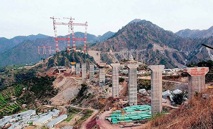 Cây cầu đường sắt bắc ngang sông Chenab của Ấn Độ. Ảnh: India Today