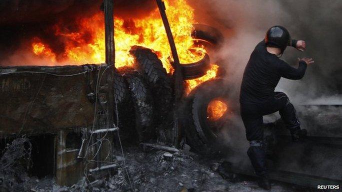 Phe đối lập tuyên bố các cuộc biểu tình sẽ tiếp tục cho đến khi chính phủ Ukraine tổ chức bầu cử sớm. Ảnh: Reuters