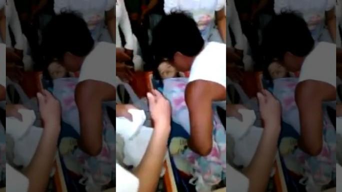 Bé gái 3 tuổi tỉnh dậy trong quan tài. Ảnh:  News.com.au