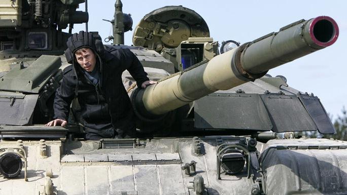 Quân đội Ukraine đang được đặt trong tình trạng báo động cao. Ảnh: Reuters
