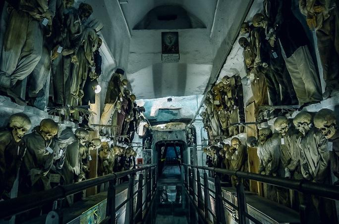 Rùng rợn hầm mộ xác ướp trong tu viện Capuchin