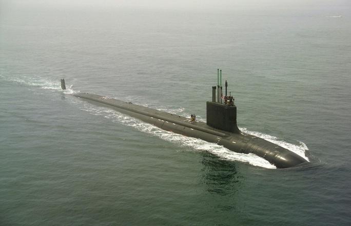 """Cuộc """"trạm chán"""" kéo dài khoảng 27 phút trước khi tàu ngầm Mỹ rời đi. Ảnh: AP"""