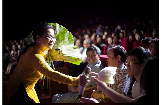 Khánh Ly trong đêm nhạc của bà. Ảnh: Cao Trung Hiếu