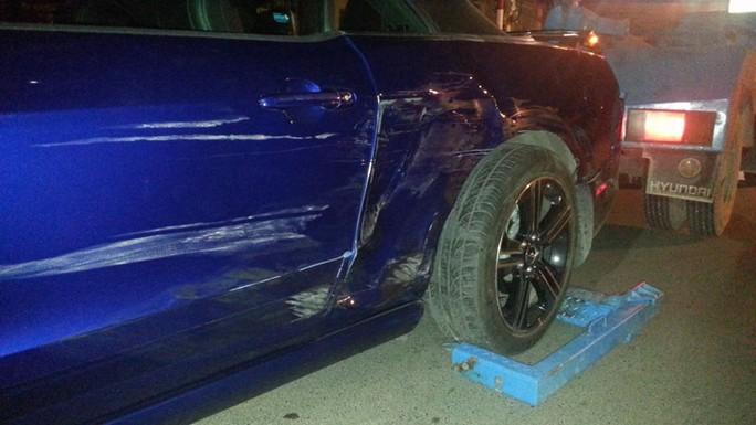 Chiếc Ford Mustang bị va quệt