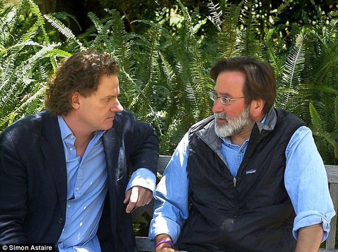 Ông Peter Rodger (trái), cha hung thủ và ông Richard Martinez (phải), cha nạn nhân. Ảnh: Daily Mail