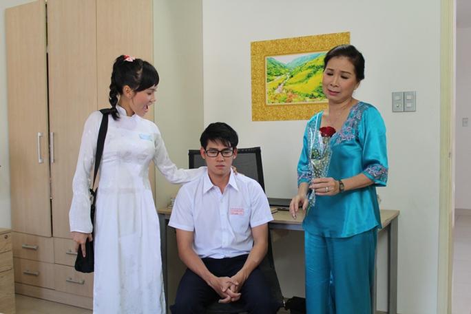 Phùng Ngọc Huy trong vai Giang- học sinh cấp 3 trong phim Những ngọn nến lung linh
