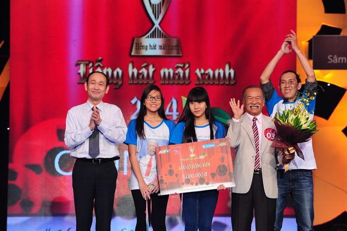 Dàn cổ động viên của cụ ông Nguyễn Văn Tốt giành giải Cổ động viên THMX 2014 do BGK báo chí bình chọn