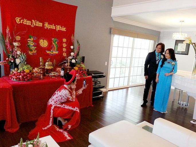 Việt Hương xúc động trong đám cưới Kim Hiền