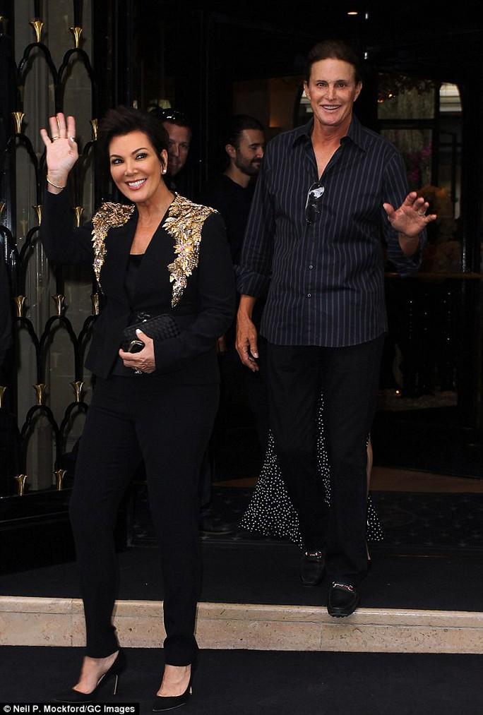Mẹ Kim Kardashian chính thức ly dị Bruce Jenner