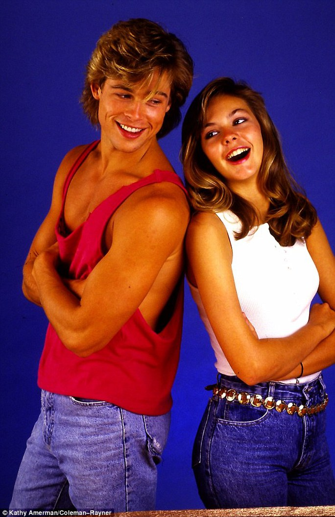 """Brad Pitt thuở thanh niên tình tứ bên cạnh """"bạn gái tin đồn"""" thời điểm đó là Shalane McCall"""