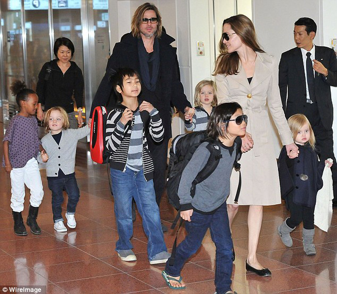 Mario Testino ca ngợi Angelina Jolie