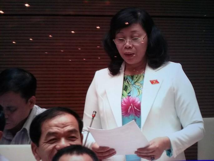 ĐB Nguyễn Thị Nhung (Khánh Hoà) cho rằng, dự thảo luật không đặt ra nguyên tắc đặt tên cho con, sẽ làm khó khăn cho cán bộ hộ tịch.