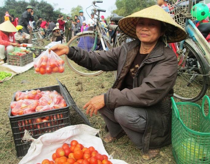 Một thứ không thể thiếu ở chợ Chuộng đó chính là cà chua