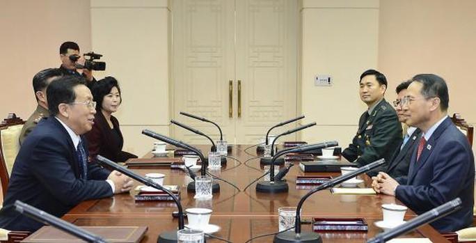 Đoàn đại biểu cấp cao hai miền Triều Tiên họp mặt hồi tháng 2 tại làng Bàn Môn Điếm. Ảnh: Reuters